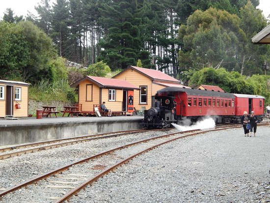 Glenbrook Vintage Railway: View of the station.