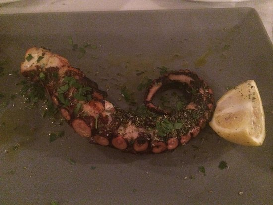 Naoussa Restaurant: octopus grilled