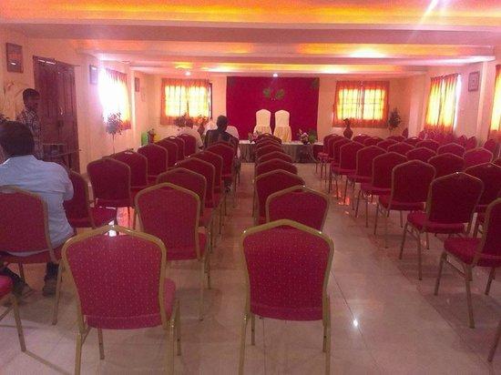 Hotel Ashreya: Banquet Hall - Theatre Stu;e