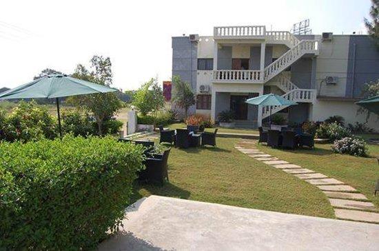 Hotel Ashreya: Garden View