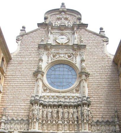 Montserrat Monastery : Parte de la fachada