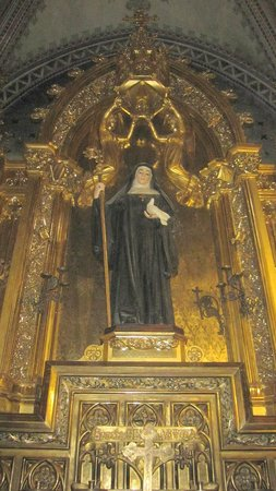 Montserrat Monastery : Altar interior