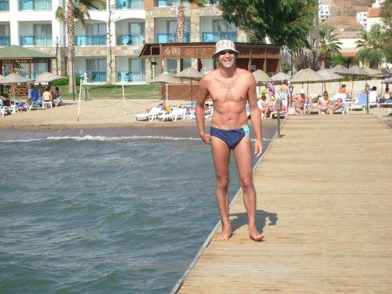 Serene Beach Resort: beach