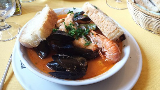 Dona Onesta : Seafood soup absolutely fantastic