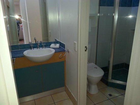 Noosa Parade Holiday Inn: Bathroom