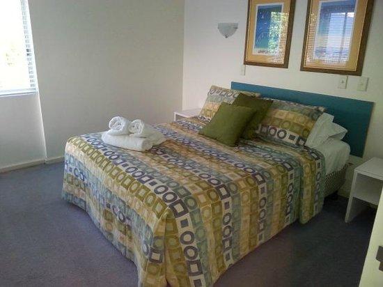 Noosa Parade Holiday Inn: Good sized bedroom