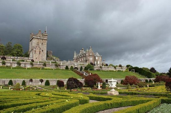 Drummond Gardens: Castle view from the garden.
