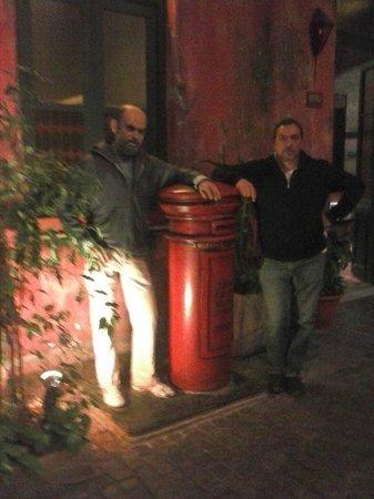 Bar El Cairo: Sres de Trip Advisor- Ese de la foto conmigo es Fontanarrosa Jajaja