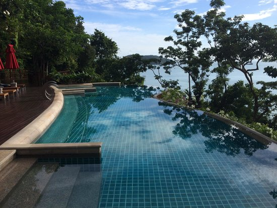 Sri Panwa Phuket : The pool by the beach