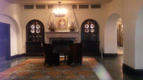 Fairmont Le Manoir Richelieu : Fireplace