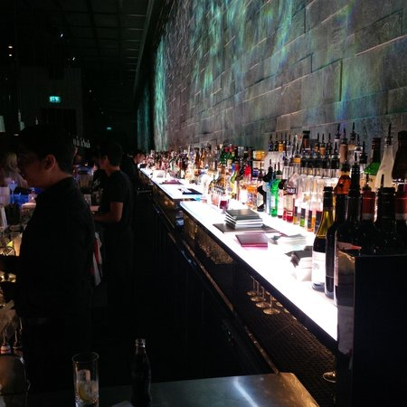 Hakkasan: Enjoying the bar!