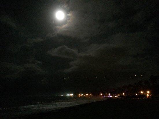 Caribe Club Princess Beach Resort & Spa: Moon Over Paradise