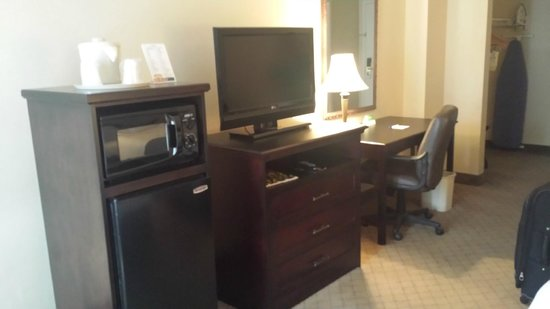 Holiday Inn Express Nashville Downtown: Fridge and microwave-nice
