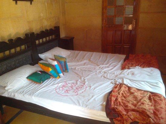 Hotel Shahi Palace : Room