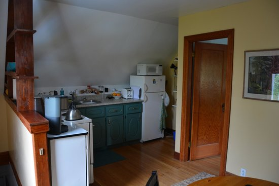 Angela's B&B and Guest House: kitchen
