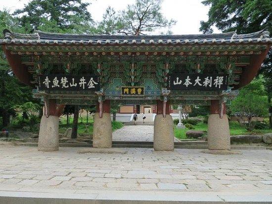 Templo de Beomeosa: 聖と俗をわける曹渓門