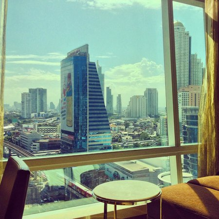 Eastin Grand Hotel Sathorn : Our room with a view