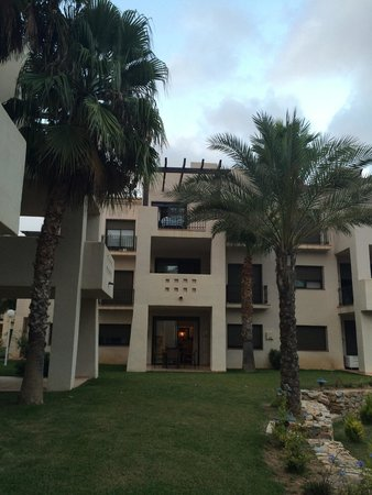 Roda Golf & Beach Resort: Bloc avec notre appartement au rez de jardin