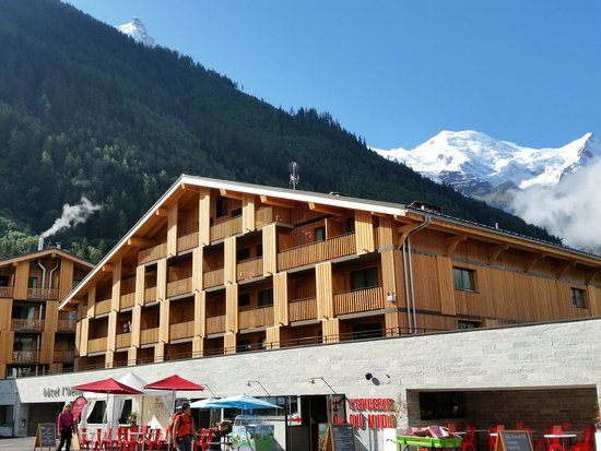 Hotel l'Heliopic: Views of Mont Blanc from outside the hotel
