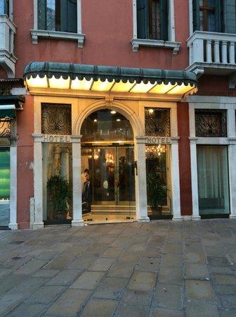 Bellini Venezia : front of the hotel