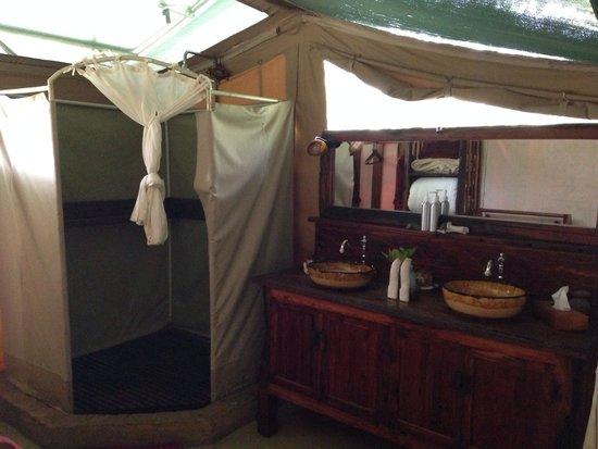 Kicheche Laikipia Camp: Bathroom in tent