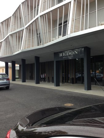 Hedon Spa & Hotel: Central entrance from parking
