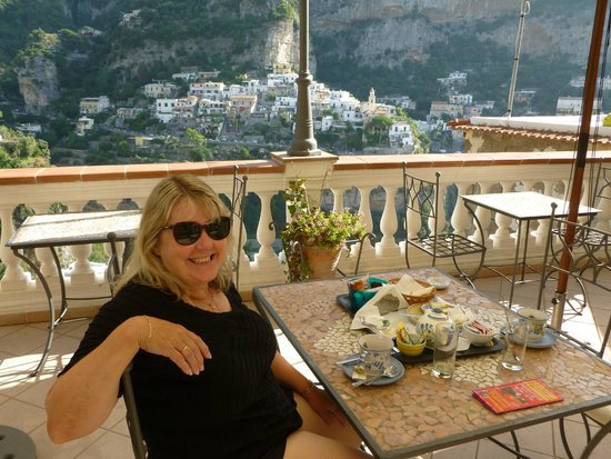 Villa Palumbo B&B : Breakfast on the bedroom balcony