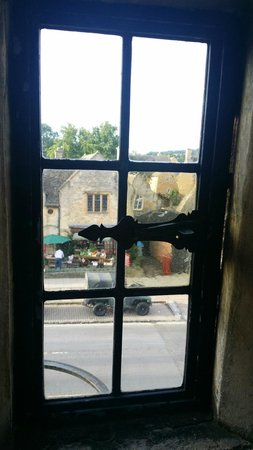 The Lygon Arms: Old windows are quaint but draughty