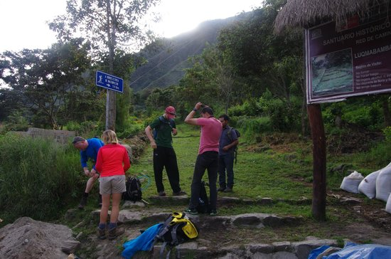 Eco Quechua Lodge: Start of Llactapata trail. 12km w/2000m of elevation chg. MP views. Awesome!