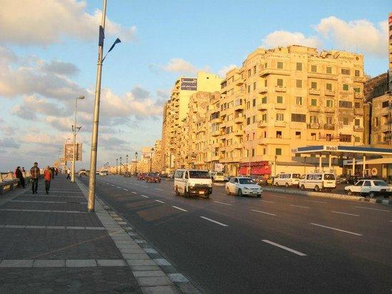 Corniche : sahil caddesi (korniş)