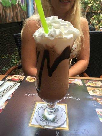Sultanahmet Koftecisi: Best milkshake in Istanbul
