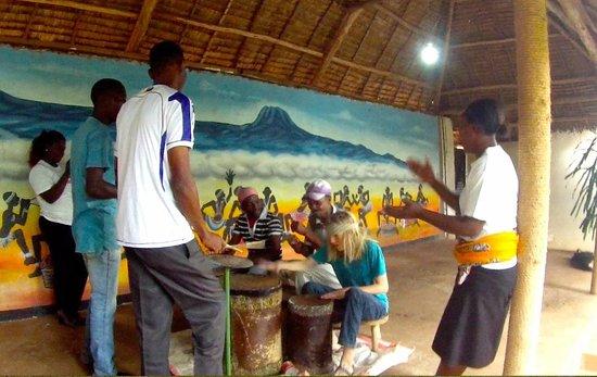 Honey Badger Lodge: Learning some Tanzanian rhythms!