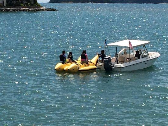 Shangri-La's Tanjung Aru Resort & Spa: ホテル前でのバナナボート