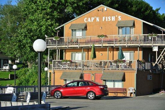 Cap'n Fish's Waterfront Inn: Top floor room 39