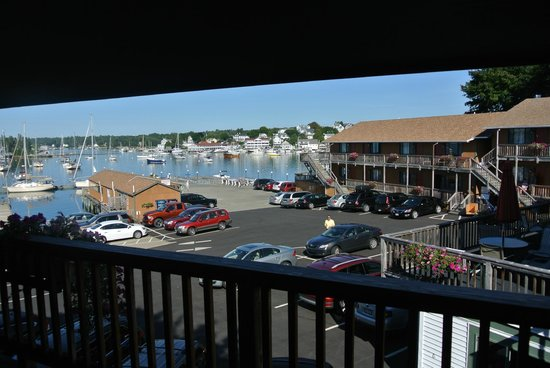 Cap'n Fish's Waterfront Inn : This was our view from the room. Tough to take!!
