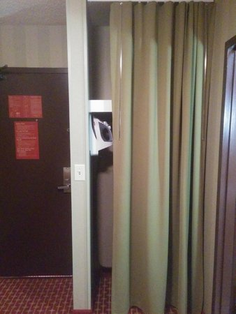 DoubleTree by Hilton Hotel Atlanta - Northlake : First time seeing a curtain closet at a Doubletree