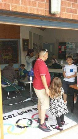 Dan's Den Pitstop Cafe: customers enjoying fresh food