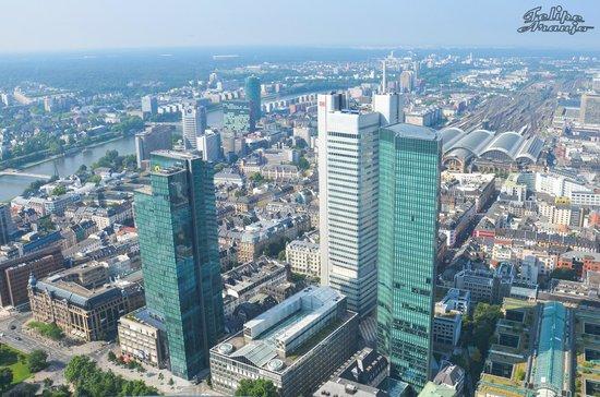Frankfurt vista pela Main Tower...