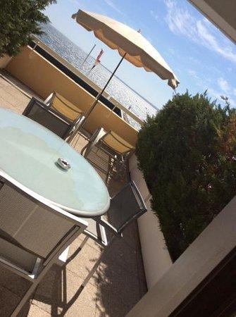 Garden Beach Hotel : terrazzo camera vista mare