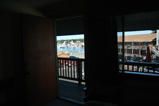 Cap'n Fish's Waterfront Inn : Our room with the door open. Wish I could enjoy this view every day!