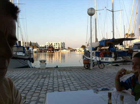L'olivier Restaurant - Pizzeria : The view over the marina
