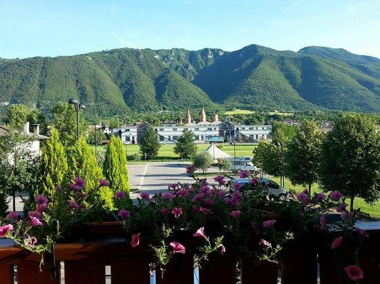 Hotel Garden Relais: вот такая красота из номеров на горы и вход