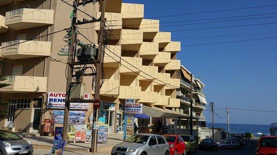 Aloe Apartments & Studios : Aloe apts côté rue mer