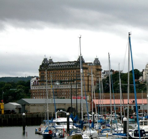 Grand Hotel Scarborough: Grand hotel from Harbour