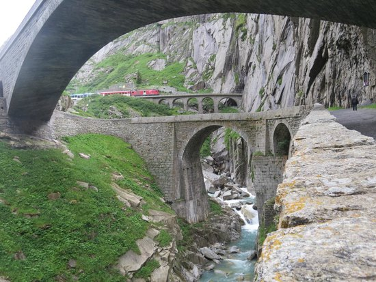 Andermatt, Svizzera: Get out of your car, stretch your legs and work the angles.