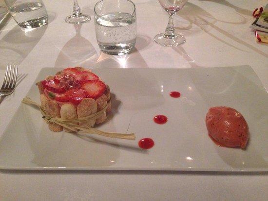 Abbaye de Villeneuve : La charlotte aux fraises