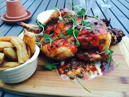 Brace & Browns: the roast chicken is delicious, the chips are very tasty too!