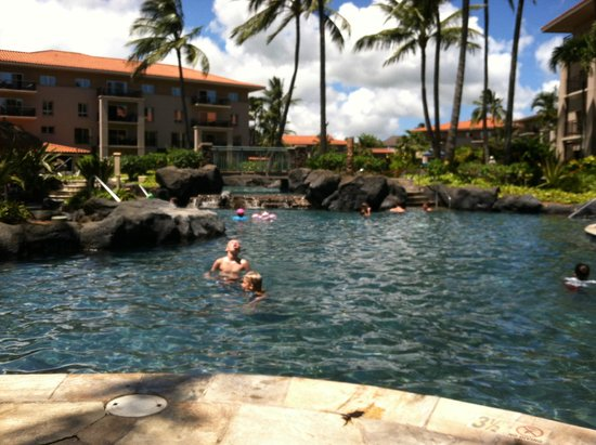 Marriott's Waiohai Beach Club: Picture of main pool with Hale 2 in background