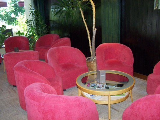 Clair Matin: Salon dans l'hôtel