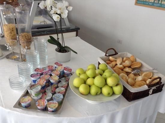 """Ca' del Moro Foresteria: äpplen, den frukt som finns att tillgå vid """"frukostbuffén"""".."""